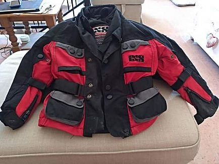 anuncio motorbike jacket and trousers waterproof ixs of switzerland child size 122 age 4 to 6. black and red